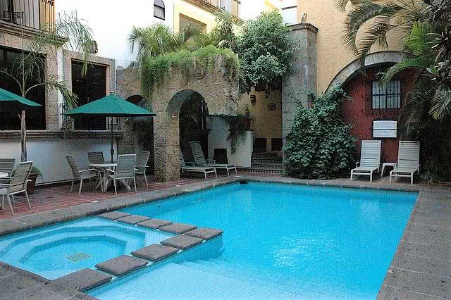 relajate y disfruta de tu piscina - tecnyvan fabricantes de cubiertas