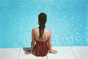 Agua limpia en piscina