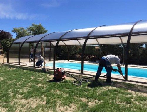 El montaje de cubiertas para piscina