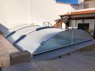 instalación cubierta de piscina baja en Huelva