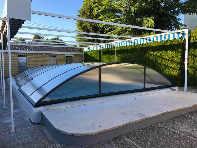De piscinas sevilla gallery of piscinas de poliester y for Piscinas cubiertas en granada