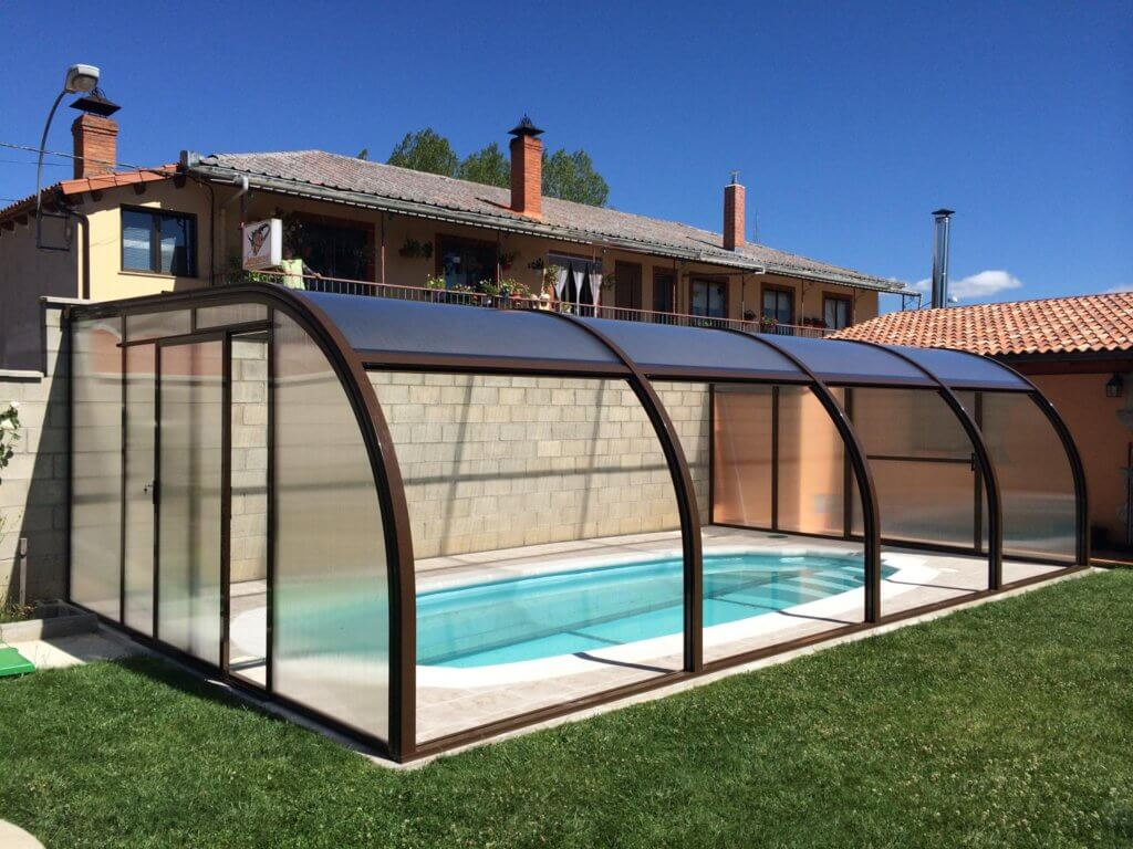 Cubiertas de piscina para casas rurales todas sus ventajas for Piscina quart de poblet cubierta