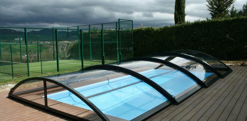 Cómo ahorrar gracias a una cubierta para piscina