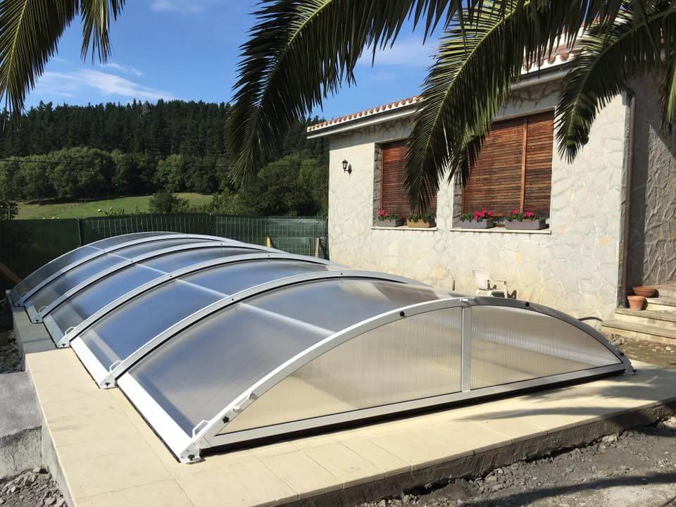 ¿Cómo ahorrar con una cubierta para piscina?