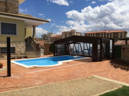 Cubierta Izalco: Cubierta para piscina alta y telescópica en Salamanca abierta