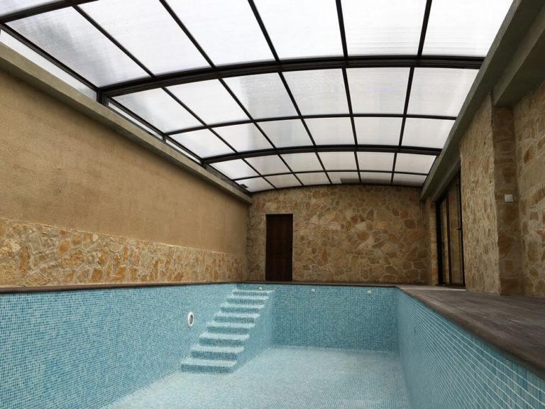 Cubierta Mega: Cubierta para piscina alta y telescópica con techos móviles en Bilbao Interior