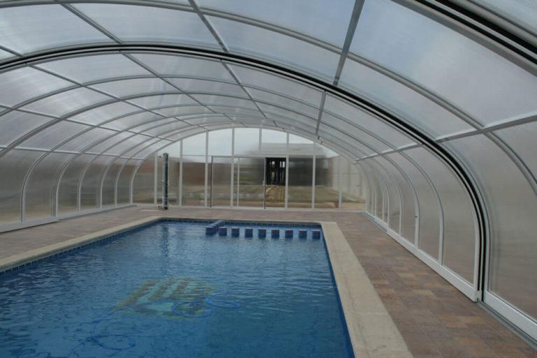 Cubierta Milos: Cubierta para piscina telescópica y alta en Guadalajara interior