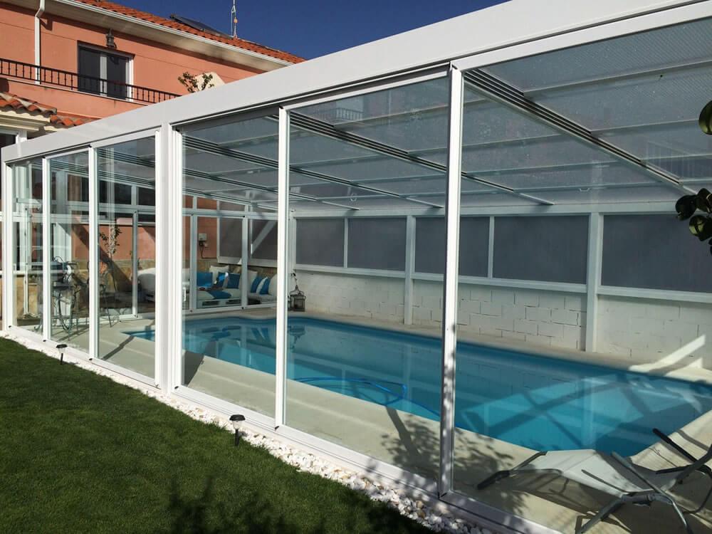 Cubierta Personalizada: Cerramiento para piscinas alta y telescópica en Zamora exterior