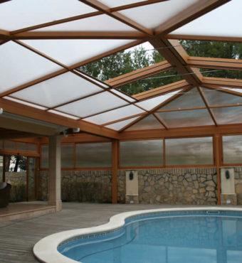 Cubierta Personalizada: Cubierta alta y telescópica para piscina con techos móviles en Toledo interior techo