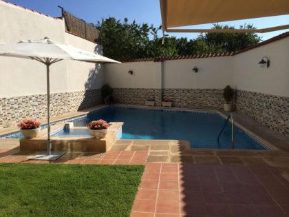 Cubierta Personalizada: Cubierta para piscina alta y telescópica con techo móvil en Valladolid antes
