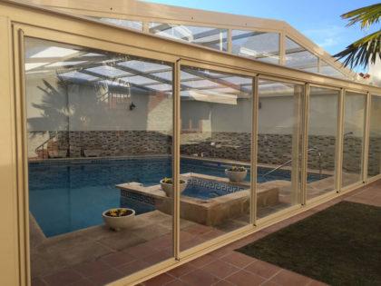 Cubierta Personalizada: Cubierta para piscina alta y telescópica con techo móvil en Valladolid exterior