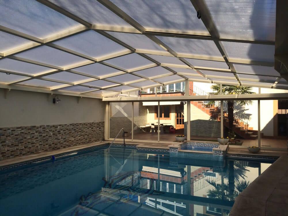 Cubierta Personalizada: Cubierta para piscina alta y telescópica con techo móvil en Valladolid interior