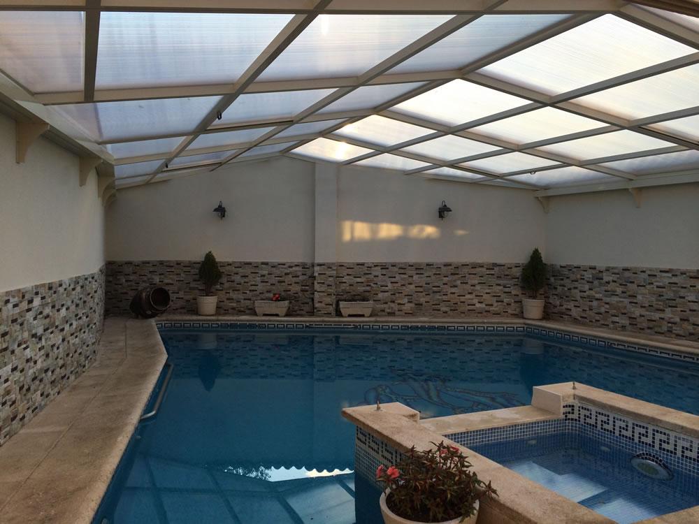 Cubierta Personalizada: Cubierta para piscina alta y telescópica con techo móvil en Valladolid