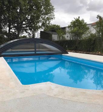 Cubierta Teide: Cerramiento bajo y telescópico para piscina en León abierta