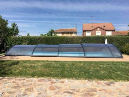Cubierta Teide: Cerramiento telescópico y bajo para piscina en Logroño exterior lateral