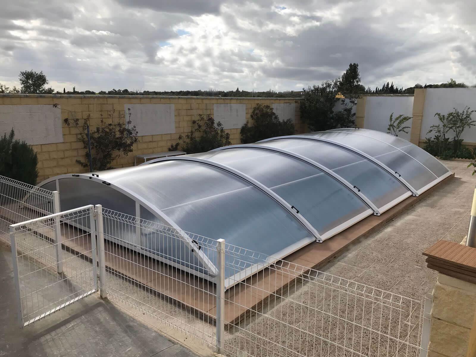 Cubierta Teide: Cubierta baja y telescópica para piscina en Sevilla exterior
