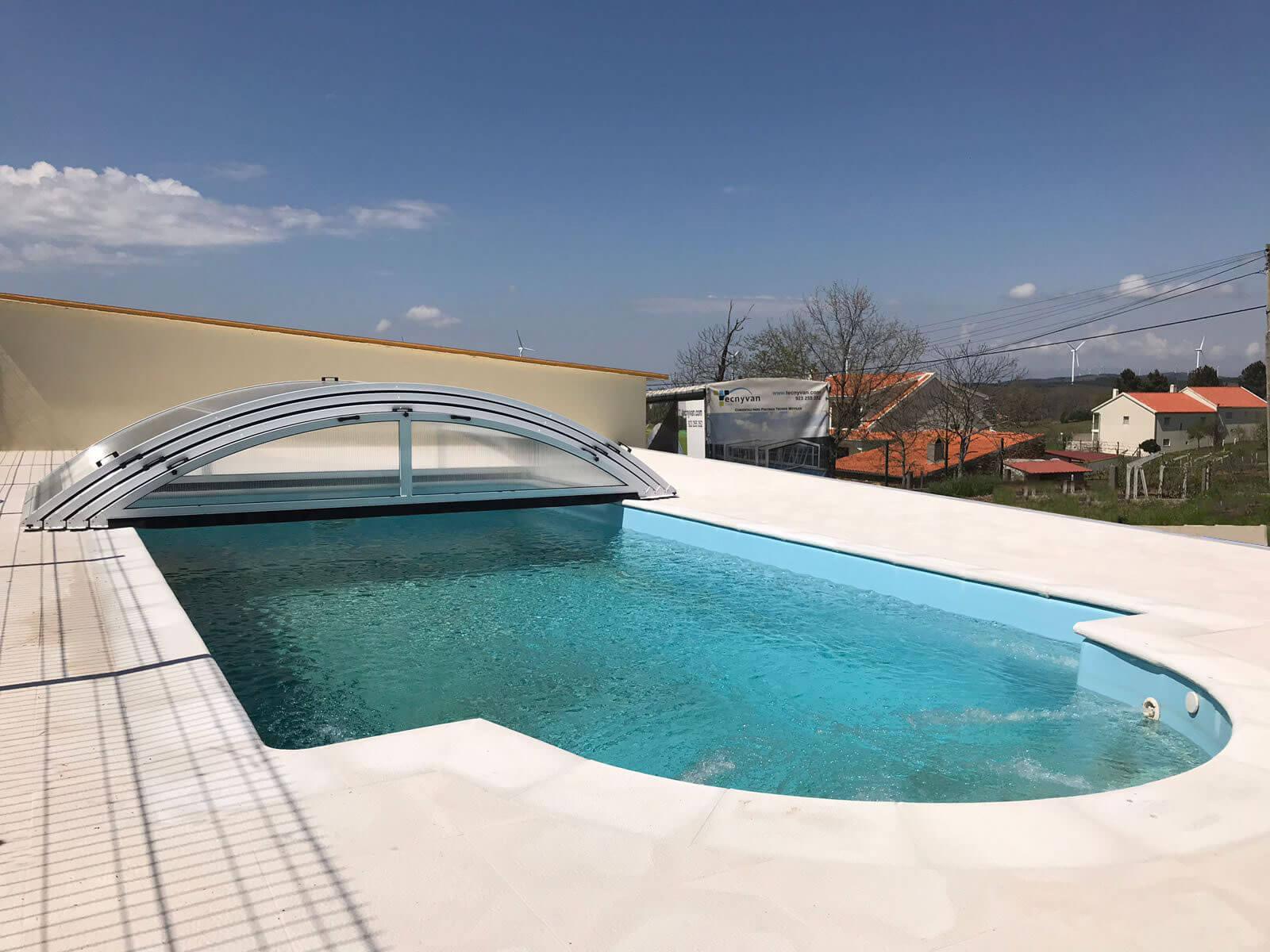 Cubierta Teide: Cubierta telescópica y baja para piscina en Portugal abierta