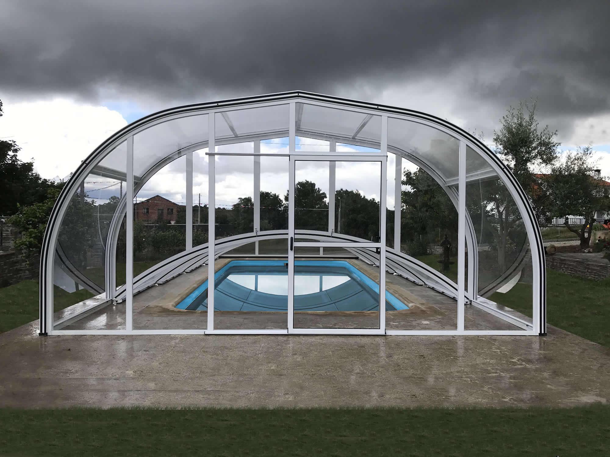 Cubierta Teide + Etna: Cerramiento para piscina baja y telescópica en Zamora exterior