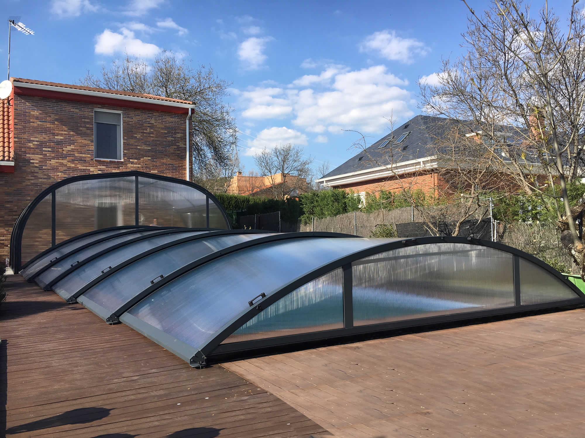 Cubierta Teide + Etna: Cerramientos para piscina baja y telescópica en Madrid exterior