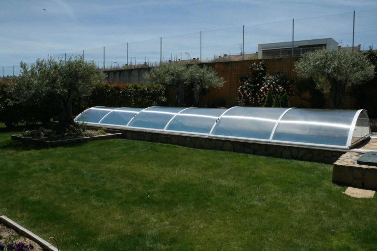 Cubierta Teide con carriles: Piscina cubierta con cerramiento bajo y telescópico en Salamanca exterior