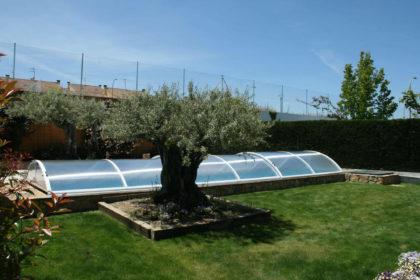 Cubierta Teide con carriles: Piscina cubierta con cerramiento bajo y telescópico en Salamanca exterior lateral