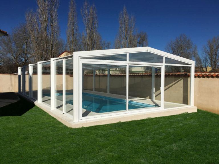 Cubierta Vulcano: Cerramiento de policarbonato alto y fijo para piscina en Ávila exterior