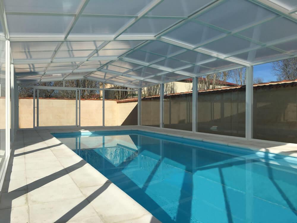 Cubierta Vulcano: Cerramiento de policarbonato alto y fijo para piscina en Ávila interior