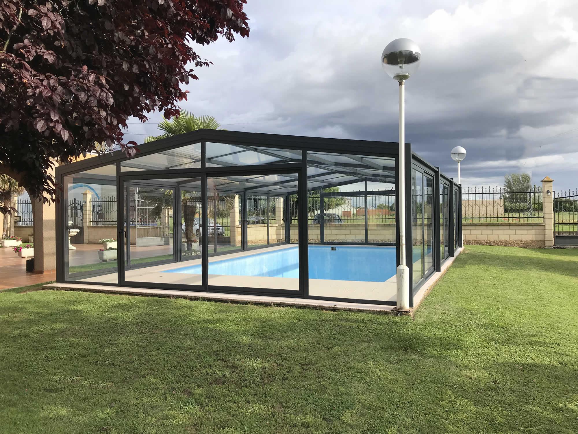 Cubierta Vulcano: Cerramiento policarbonato alto y fijo para piscina en León exterior