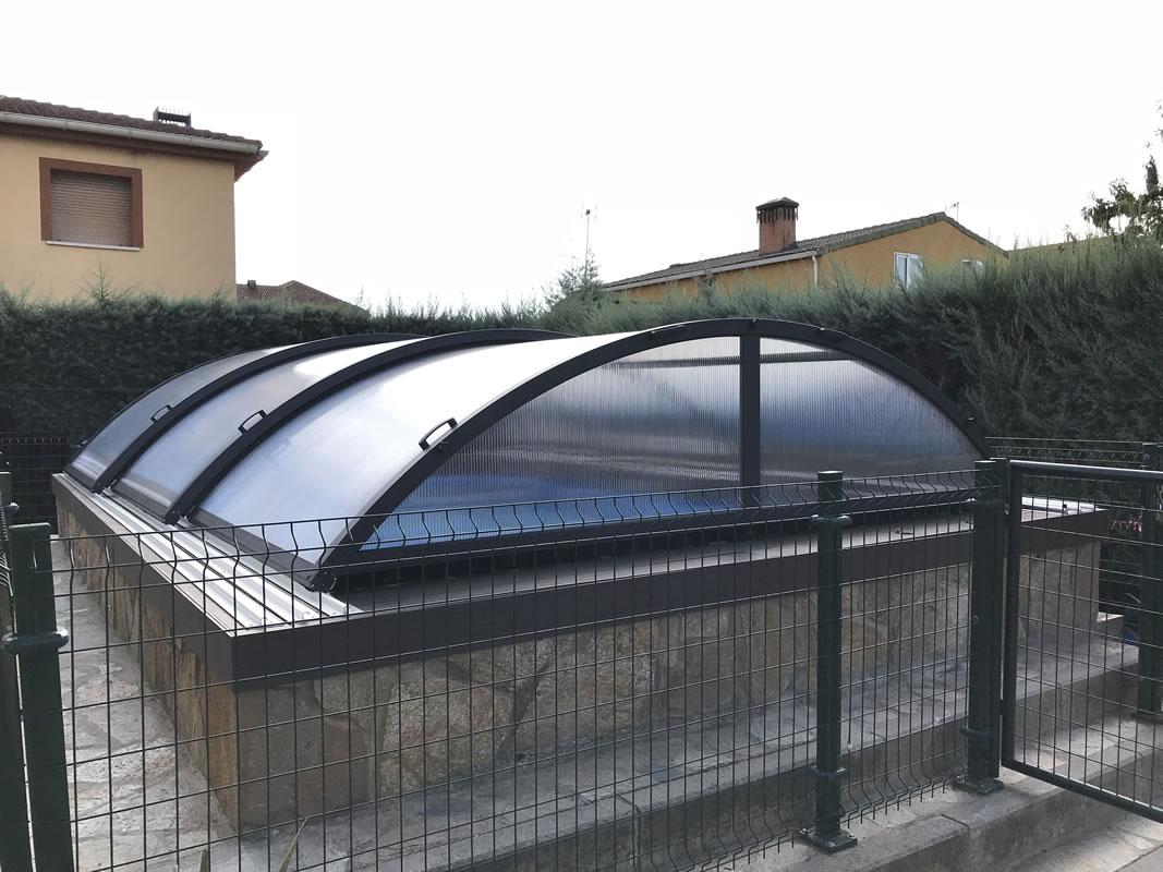 Cubierta de piscina baja y telescópica en Madrid cerrada