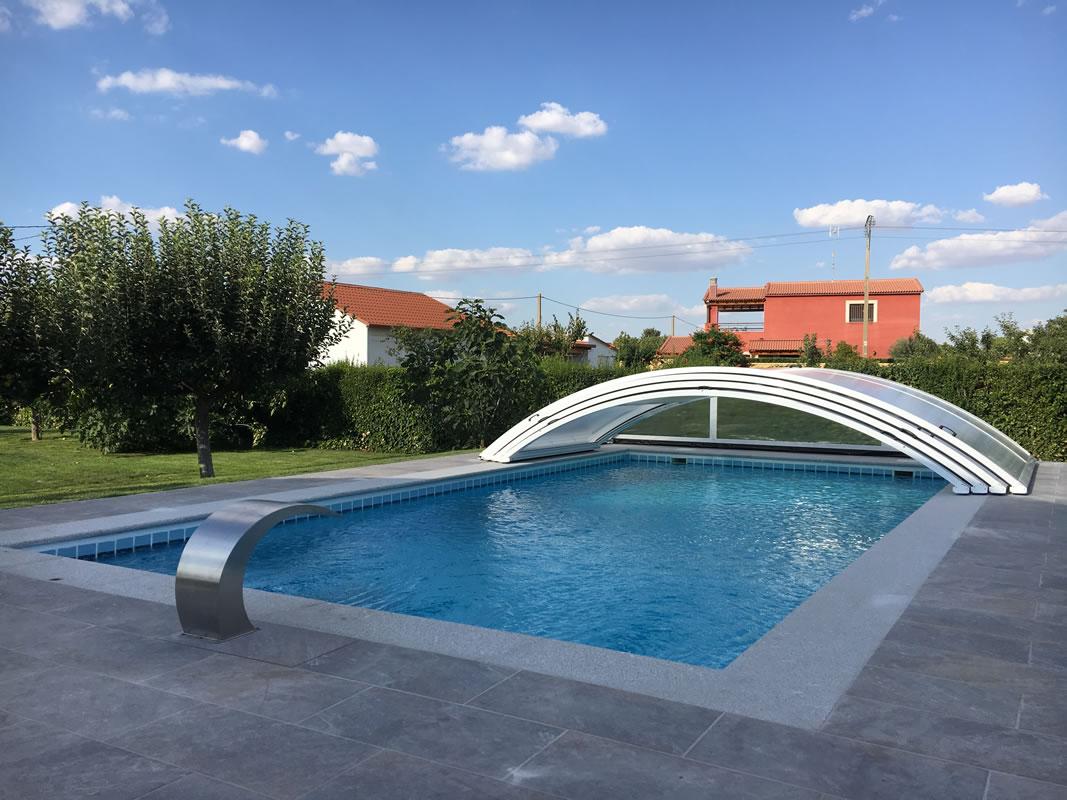 Cubierta de piscina bajo y telescópico en Salamanca abierta