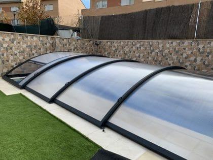 Instalación de cubierta baja para piscina en Santander cerrada